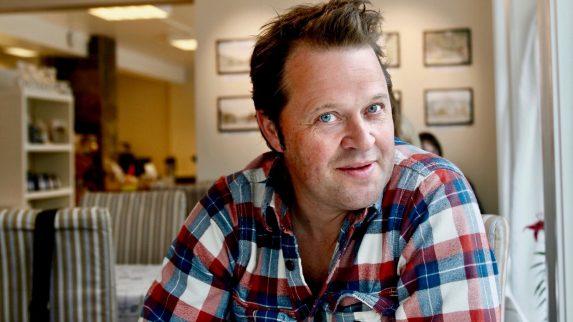 Arne Hjeltnes satser på bakeri