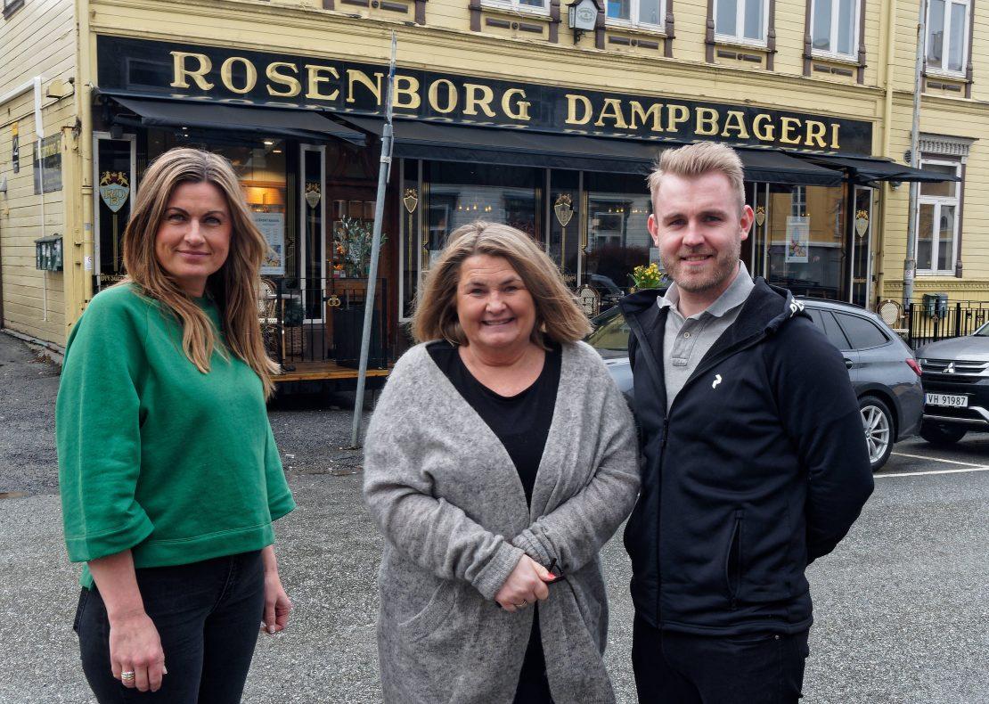 Kristi (fra venstre), Heidi og Magnus Helgesen holder familiebedriften i hevd.