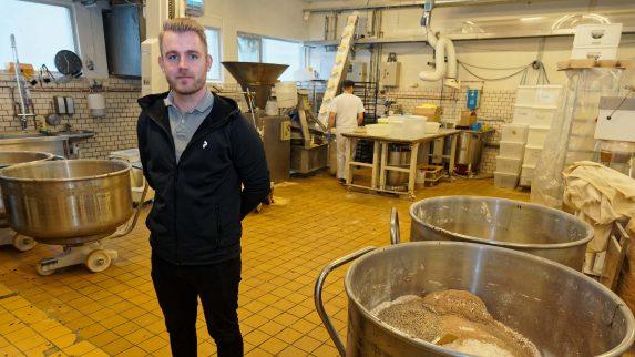 Eiendomsmegleren inn i bakeriet