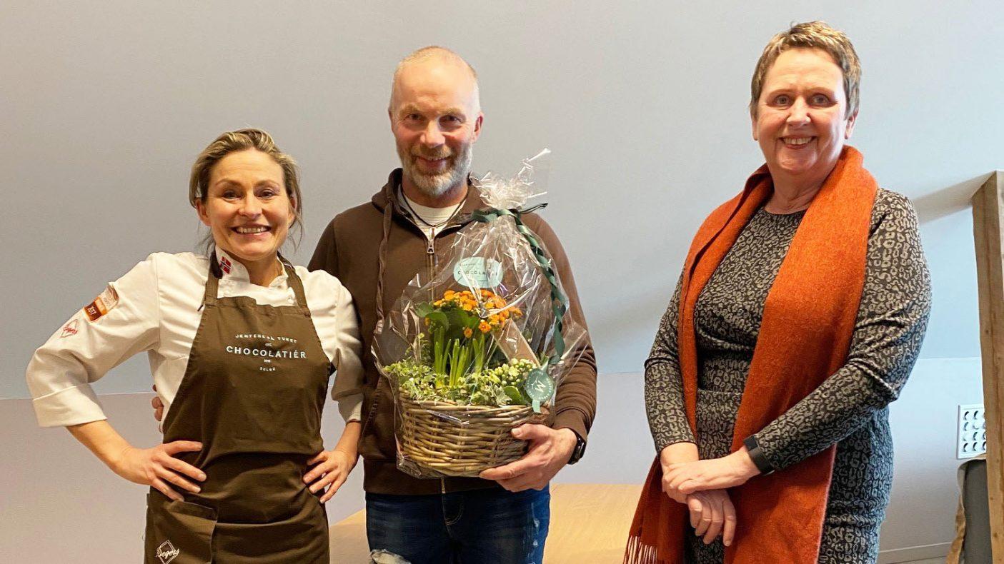 Iris og Eivind Aune, sammen med direktør for Innovasjon Norge Trøndelag, Vigdis Harsvik