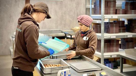 Gården i Selbu er bygget om til sjokoladefabrikk og nå har bedriften 500 forhandlere.