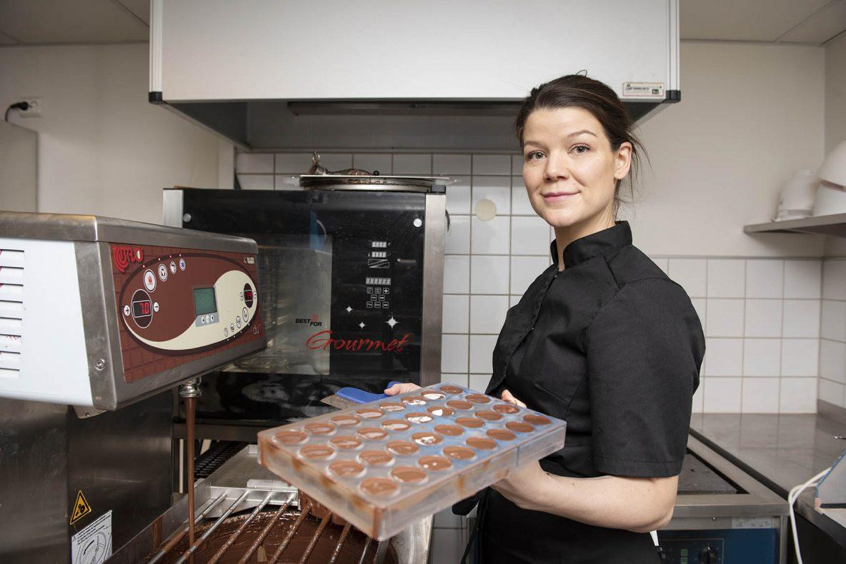 Konditor Åsta Tufto har startet konditori sammen med søsteren Solveig.