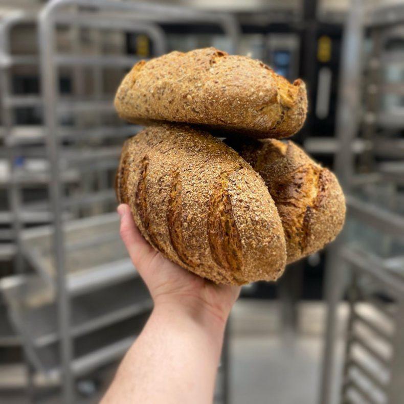 Surdeigsbakte brød er ikke så stort i Kristiansand fra før, ifølge Bake Me Up, som gjerne vil gjøre noe med det.