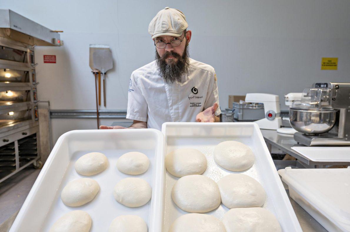 TIDSFORSKJELL: Pizzaemner før manuell åpning. Til venstre pizzaemner som har stått fire timer på kjøl og til høyre pizzaemner som har stått på kjøl over natt.