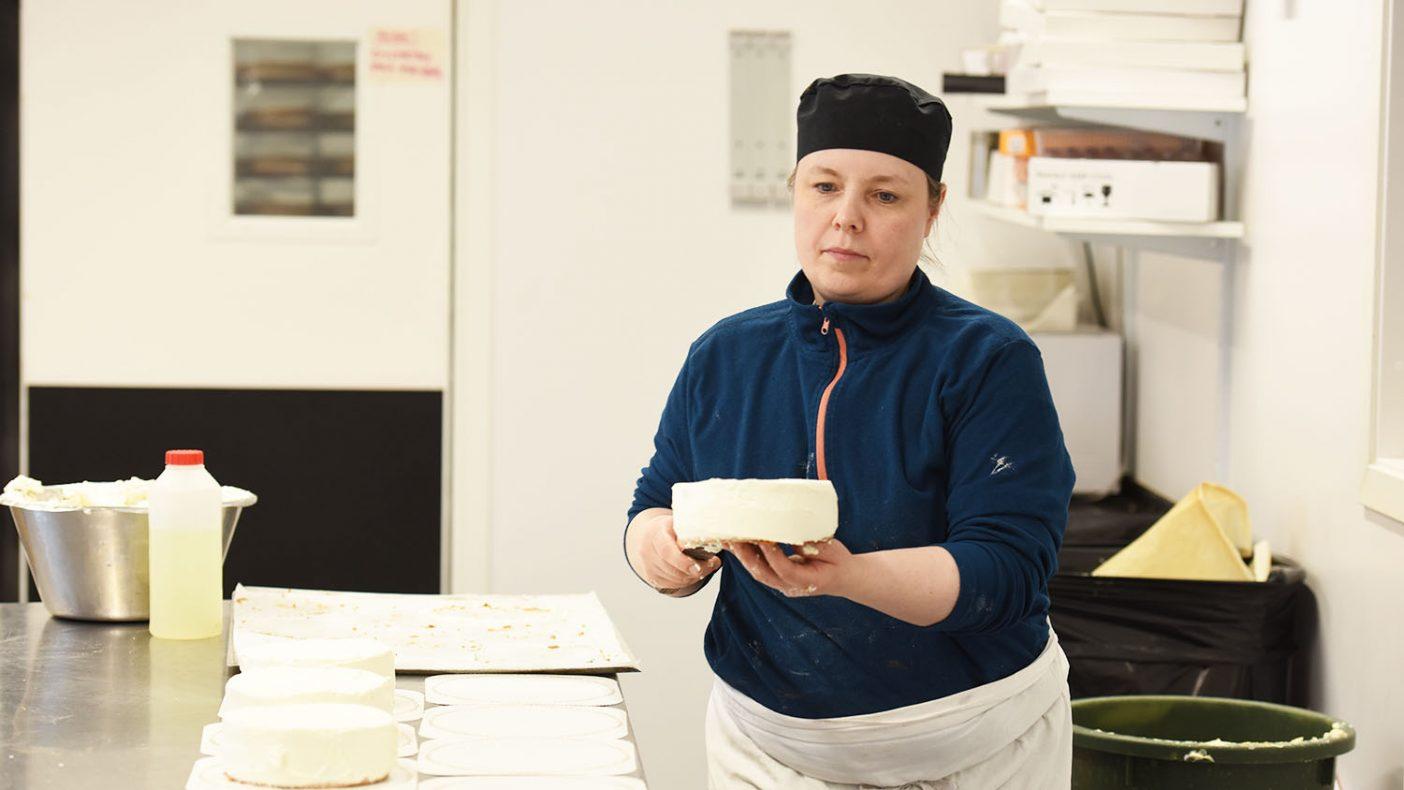 Konditor Torill Jørgensen Evanger lager kaker i et mye mindre antall for tiden.
