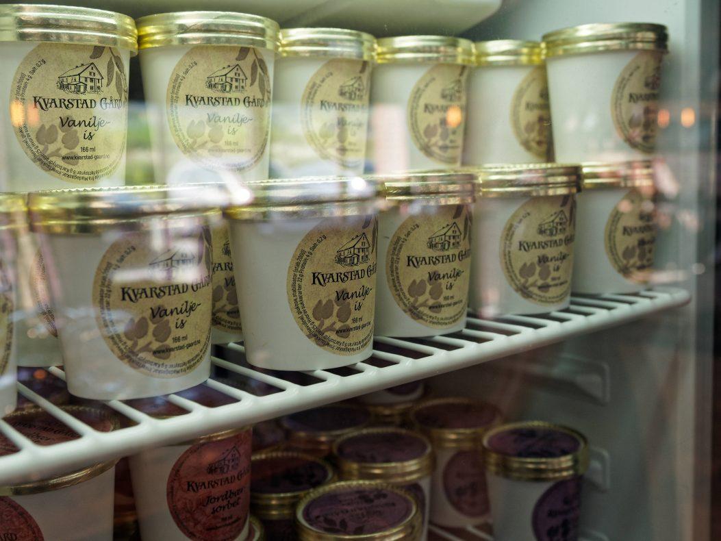Iskremen lages fremdeles på gården der også sjokoladeproduksjonen startet.