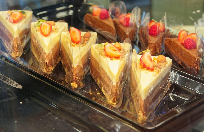 Også i ostekakene brukes egenprodusert sjokolade.