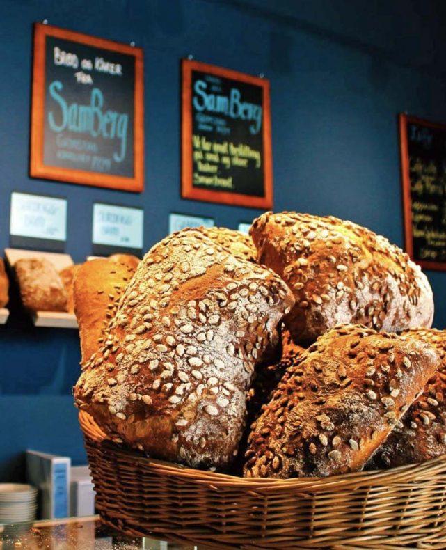 Sam Berg i Grimstad baker frokostproduktene som leveres hjem til kunder på Sørlandet.