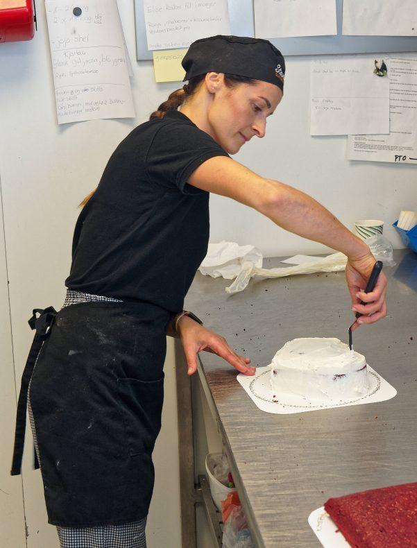 Konditoribiten har lidd mest under restriksjonene de siste par årene. Så lenge det er lov å samles, har Aneta Gutterch mye å gjøre.