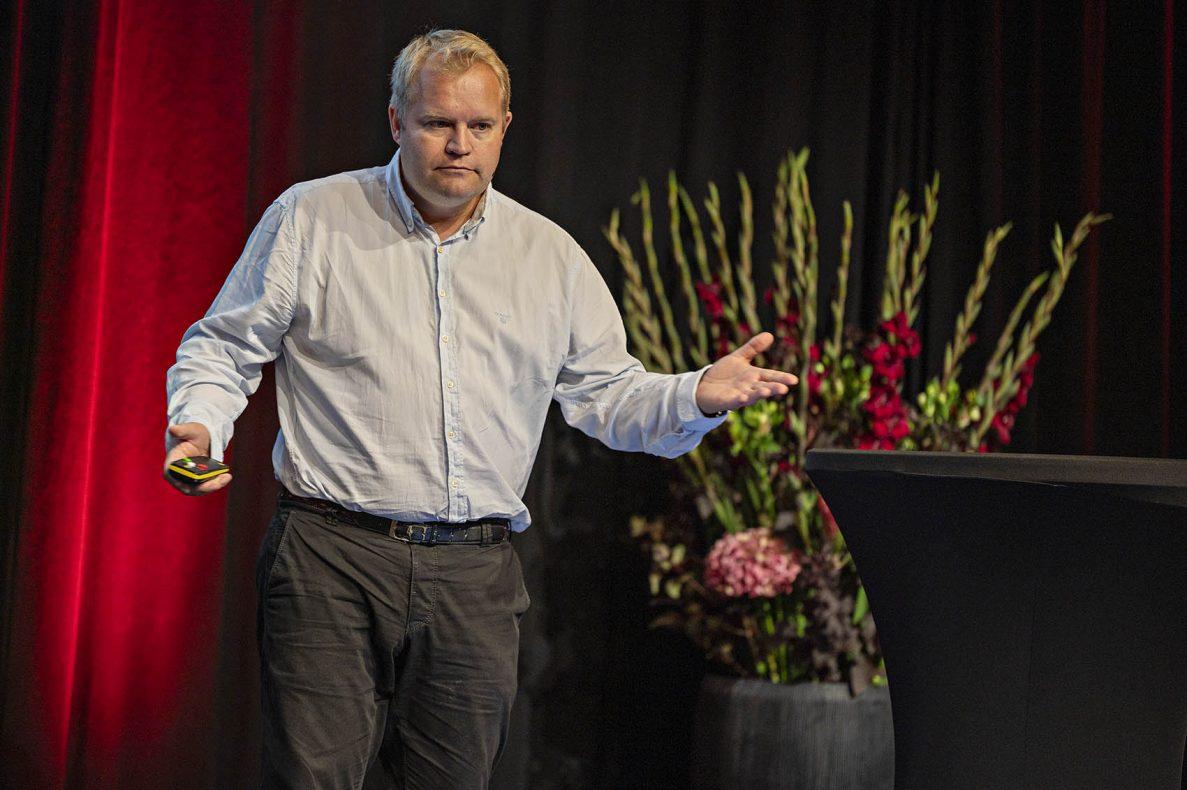 Lars Erling Olsen snakket om vanenes makt, og trakk frem seg selv som et eksempel. Han spiser kanelsnurrer med kaviar, av gammel vane.