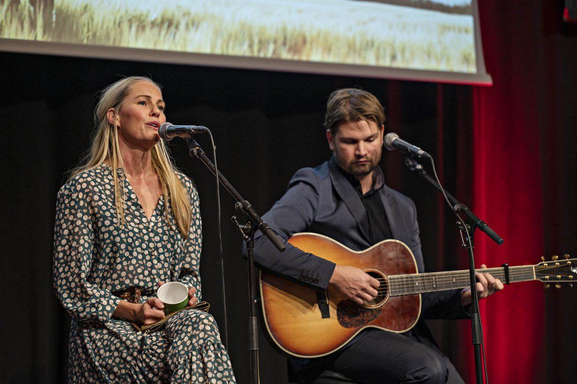 Venke Knutson stod for det musikalske underholdningsinnslaget