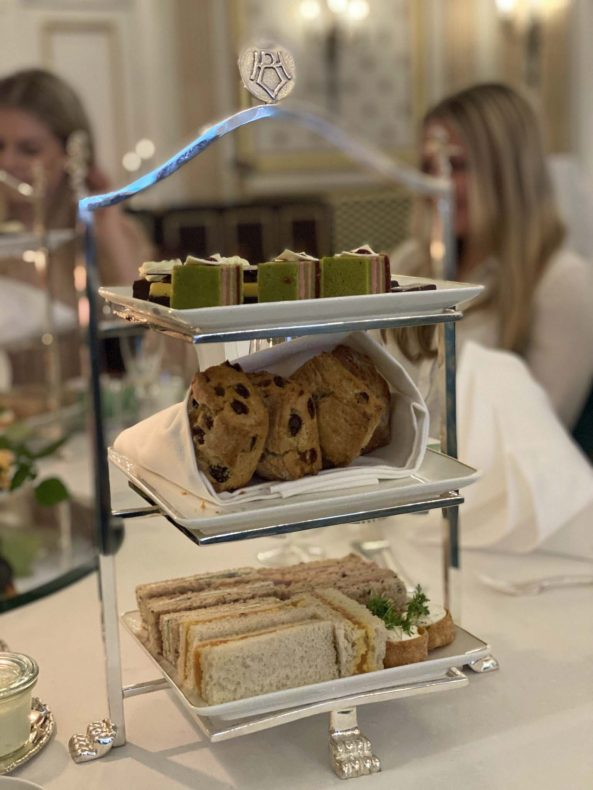 De tre etasjene på afternoon tea-fatet er en perfekt match til de tre delene av Aanerud Bakeri.